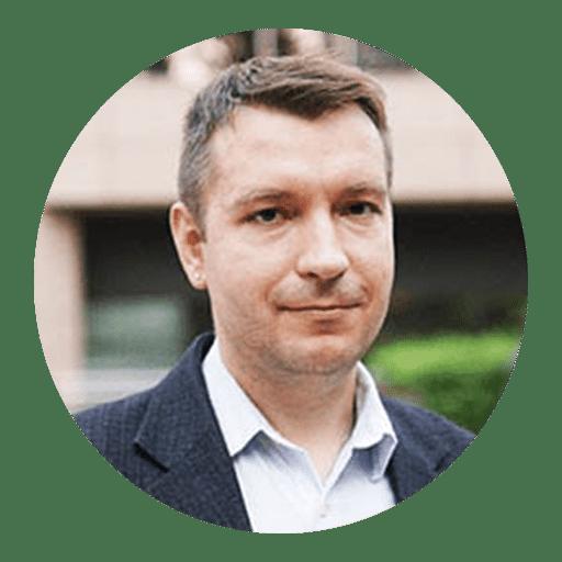 Uma imagem de Alex Davidson, CEO da Docsbase Canada